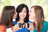 Female friends taking a picture of themselves — Stock Photo
