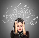 Mulher muçulmana salientou tendo tantos pensamentos — Fotografia Stock