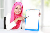 Young asian woman showing blank document — Stock Photo