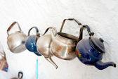 Vecchie teiere metalizzate — Foto Stock