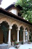 The cloister of the Stavropoleos monastery in Bucharest — Stock Photo