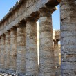 The colonnade of the greek temple of Segesta in Sicily — Stock Photo