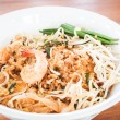 Pad thai , stir fry noodles with shrimp — Стоковая фотография