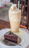 A set of coffee frappe and chocolate cake — Stock Photo