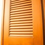 puerta de madera del armario con luz cálida — Foto de Stock