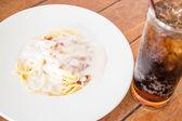 Spaghetti carbonara with ham cheese and cola  — Stock Photo