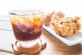 Iced cola drink and fried chicken  — Foto de Stock