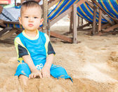 Asian boy playing on the beach  — Stockfoto