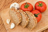 Garlic bread and tomatoes — Stock Photo