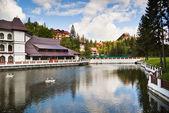 Resort och sjön — Stockfoto