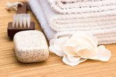 Zeep borstel en handdoek — Stockfoto