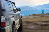 Dirty suv on mountain — Stock Photo
