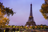Eiffel Tower in sunrise at Seine, Paris — Stockfoto