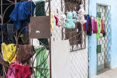 Bettwäsche und plushies stich gelassen — Stockfoto