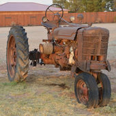 Antique Tracktor — Stock Photo