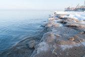 冰雪覆盖的海滩。波罗的海 — 图库照片