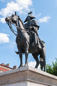 Monument to marshal Mikhail Barclay de Tolly in Chernyakhovsk — Stock Photo