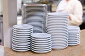 Clean dishes in the kitchen — Stockfoto