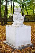 Sculpture in the autumn park. Kaliningrad — Stock Photo