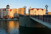 Ethnographic and trade center in evening, embankment of the Fishing Village in Kaliningrad, Russia. — Stock Photo
