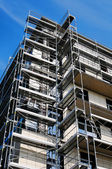 Scaffolding construction with blue sky — Stock Photo