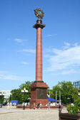 Triumphal column in the central square capped a three-meter Order of Victory in Kaliningrad, Russia — Stock Photo