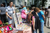 Street trade in goods of folk art at celebration day of the city Kaliningrad, Russia — Stock Photo