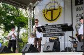 """""""la fuente del jazz"""" abierto conciertos públicos de músicos de kaliningrado en celebración del día de la ciudad — Foto de Stock"""
