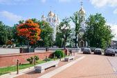 Piazza della vittoria, christ la cattedrale del salvatore e la chiesa dei santi pietro e fevronia a kaliningrad, russia — Foto Stock