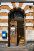 The entrance of the old houses — Stock Photo