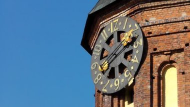 Clock on the cathedral. Kaliningrad — Stock video