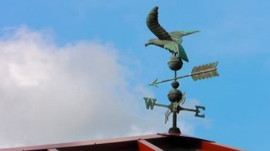 Wind Vane changes direction as weather develops — Stockvideo