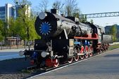 Old steam locomotive on platform — Stock Photo