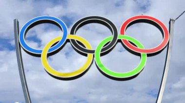 Olympic rings on sky — Stock Video