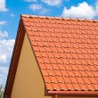 Foto Stock: Red roof with blue sky