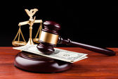 Judge gavel and money — Stockfoto