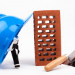 Foto Stock: Hardhat brick and mason trowel