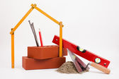 Mason verktyg och tegel isolerad på vit — Stockfoto