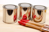 Cans of paint with paintbrushes — Stockfoto