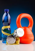 Fitness dumbbells and bottle of water — Stockfoto