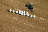 Vista aérea de campos de colheita com trator — Fotografia Stock