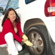 Woman changing car tyre — Foto Stock