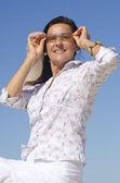 Retrato mujer madura gafas de sol — Foto de Stock