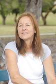 Porträt traurig einsam Reife Frau outdoor — Stockfoto