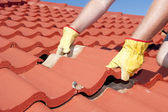 Construction worker tile roofing repair — Photo