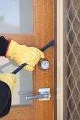 Burglar breaking in house with crowbar at door — Stock Photo