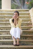 成熟的女人看强调和孤独 — 图库照片
