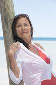 Beautiful mature woman tropical vacation — Stock Photo