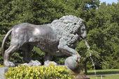 "Fountain ""Lion cascade"" in Peterhof, Russia — Stock Photo"