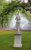 "Sculpture and fountain ""The Sun"" — Stock Photo"